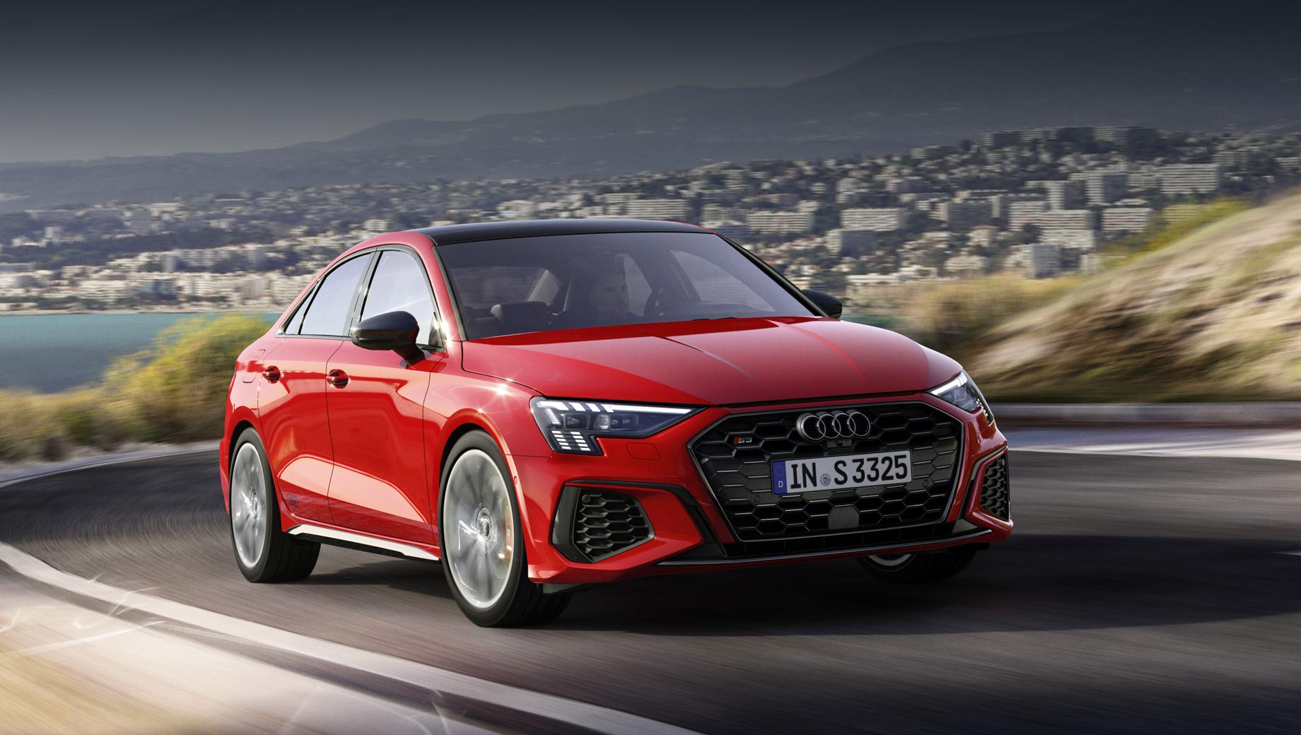 Audi a3,Audi s3,Audi s3 sportback,Audi s3 sedan. В штатное оснащение вошли прогрессивное рулевое управление, полный привод quattro, спортивная подвеска S, 18-дюймовые легкосплавные диски «5 двойных спиц V» серого цвета, светодиодная оптика, в том числе фонари с динамическими поворотниками.