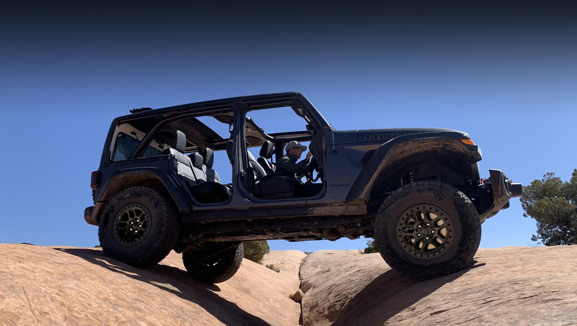 Jeep wrangler. Xtreme Recon будет одним из экспонатов Джипа на Чикагском автошоу, так что мировая премьера намечена на 14 июля. Заказы на такую версию открыты, а серийный выпуск начнётся в августе.