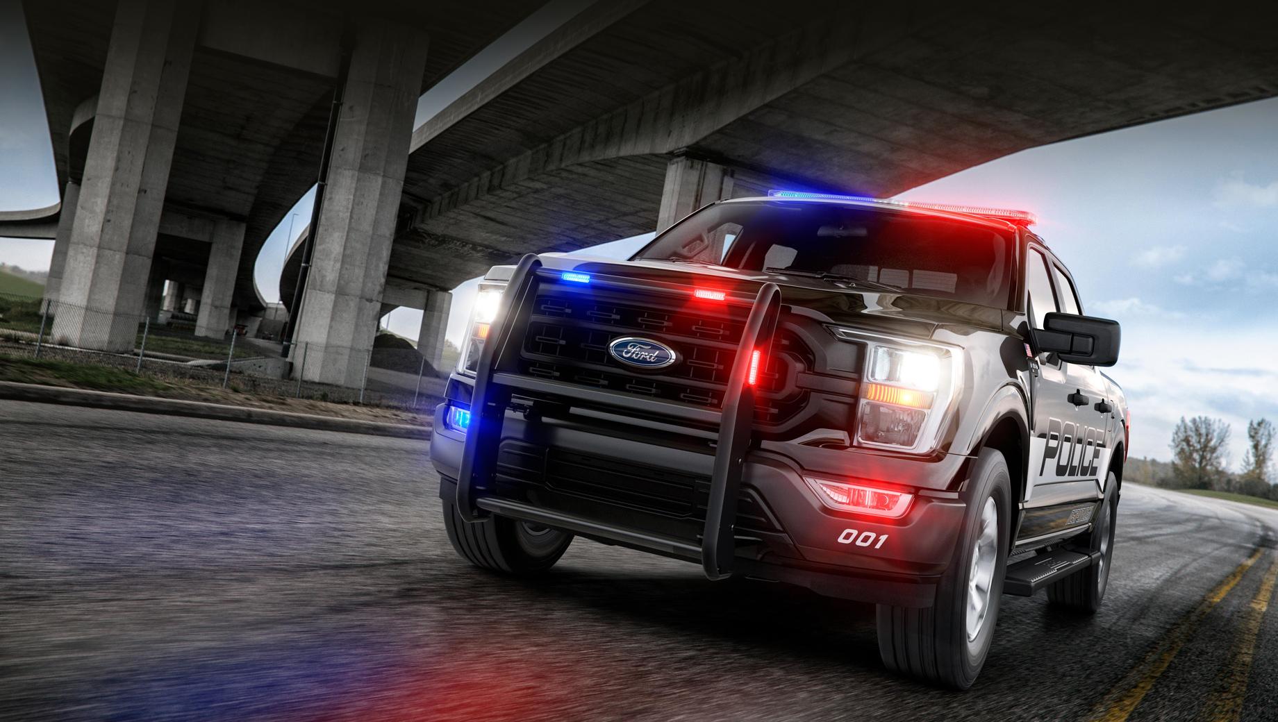 Ford f-150. Полиция просила Ford создать модель с высокой способностью к буксировке, хорошей вместимостью для оборудования, не пасующую вне асфальта, но при этом динамичную. Итогом работы стал единственный в Америке пикап с так называемым рейтингом преследования.