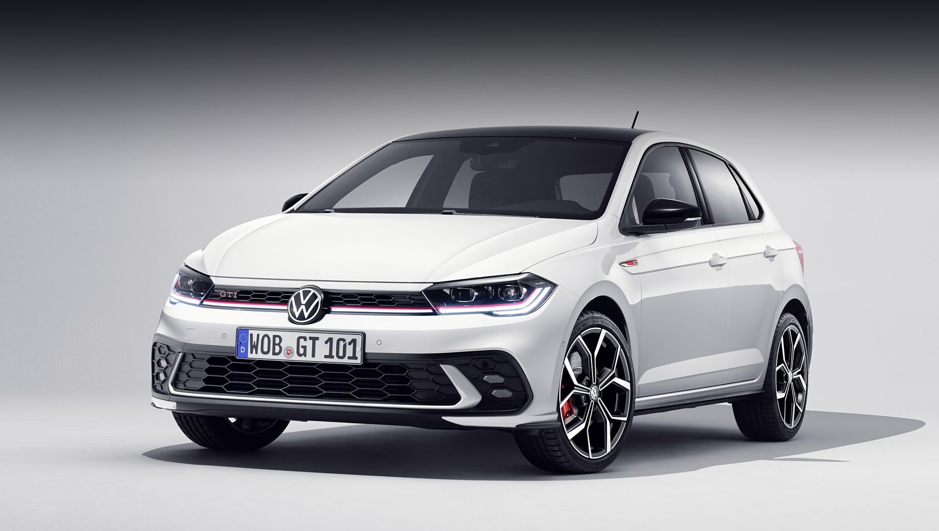 Volkswagen polo,Volkswagen polo gti. Часть перемен предсказывалась с оглядкой на обычный рестайлинговый Polo. На показанном образце — контрастные (чёрные) зеркала и крыша (опция). Диаметр колёсных дисков: 17 дюймов «в базе» и 18 за доплату.