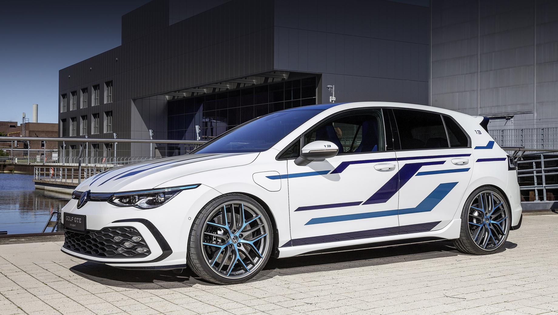 Volkswagen golf,Volkswagen golf gte,Volkswagen golf gte skylight,Volkswagen concept. Концептуальный гибрид, как и серийный GTE, оснащён турбомотором 1.4 и электродвигателем с суммарной отдачей 245 л.с. и 400 Н•м.