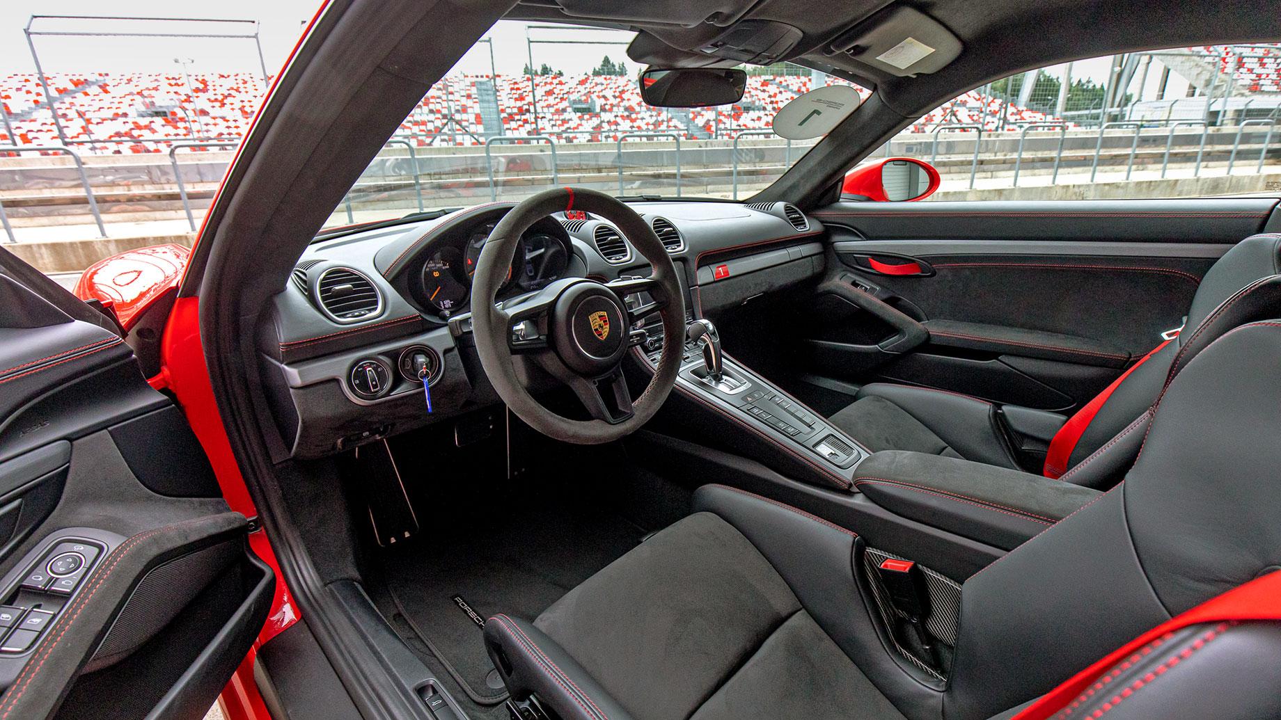 Отрываемся на Porsche GT3 серии 992 от Каймана GT4 c PDK