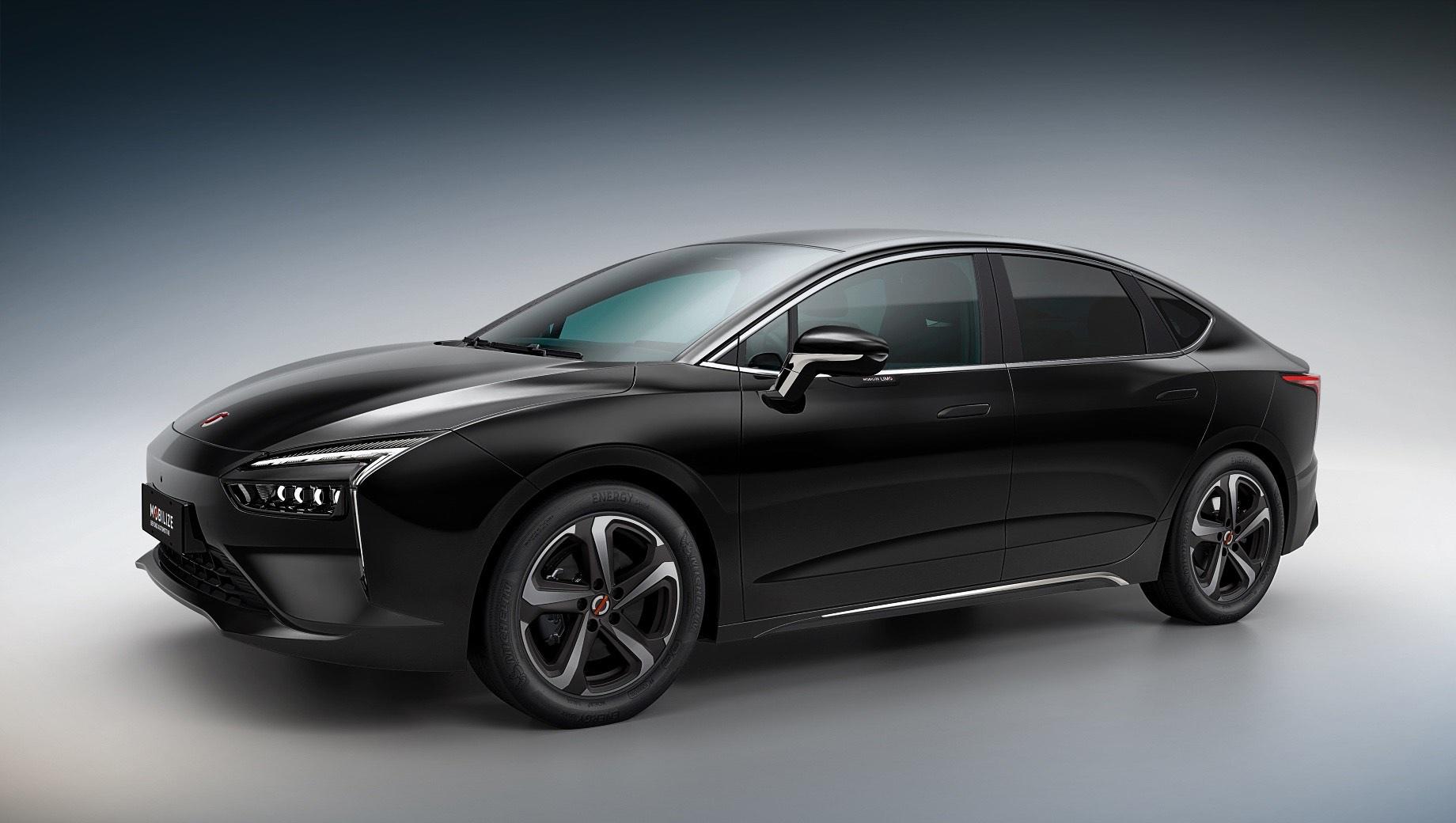 Renault mobilize,Renault mobilize limo. Словом «лимо» обычно называют лимузины, но это четырёхдверка C-класса размером с Октавию A7: 4670×1830×1470 мм, колёсная база — 2750. Для окраски кузова предусмотрены серый и чёрный «металлики» плюс «просто» белый. Светотехника — диодная. Легкосплавные диски — 17-дюймовые.