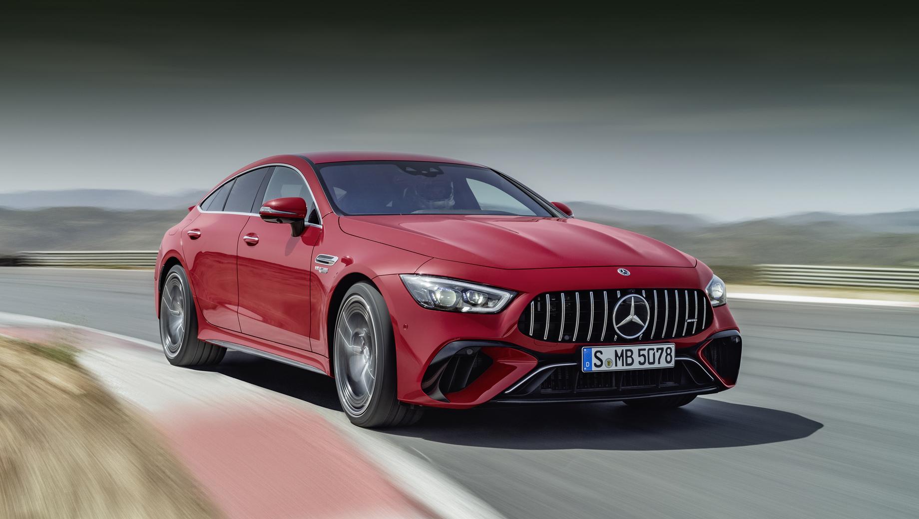 Mercedes amg gt,Mercedes amg gt e performance. Интересно, на что будет способна гибридная машина, когда появится на Северной петле? Её собрат, пятидверный GT 63 S без гибридной системы — и так быстрейший на Нюрбургринге в своей категории.