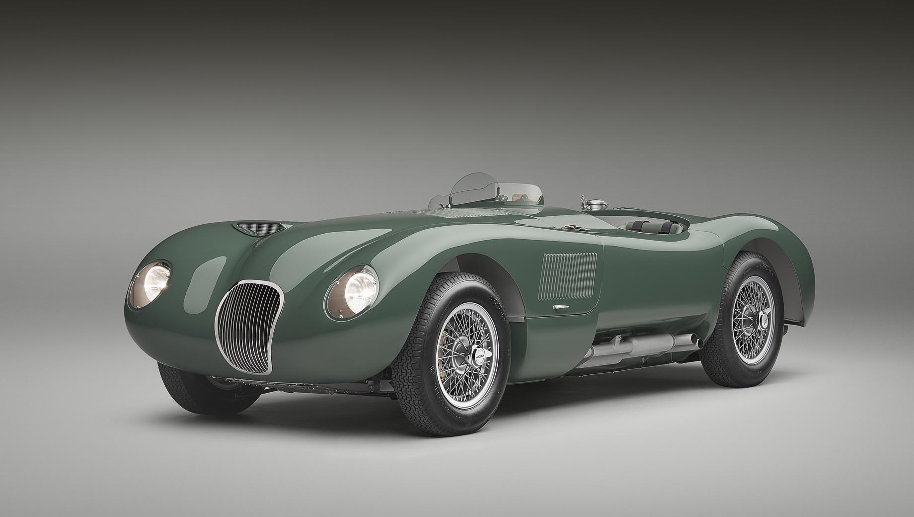Jaguar c-type. Автомобиль показан на публике в рамках выставки Concours of Elegance (3–5 сентября), проходящей во дворце Хэмптон-Корт (Лондон). Для воспроизведения оригинала были использованы как архивные документы компании, так и современные методы компьютерного 3D-моделирования.