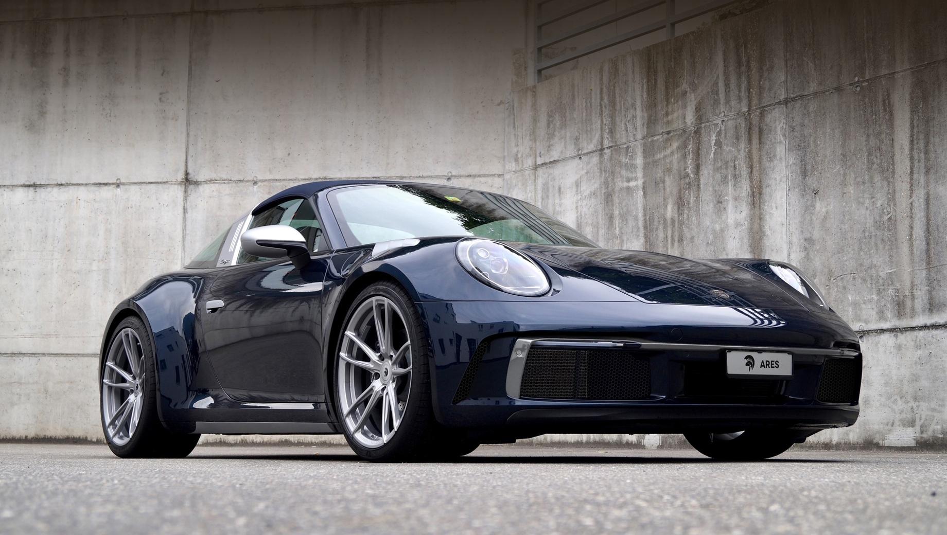 Porsche 911,Porsche 911 targa. Эмблема Porsche на носу уступила место значку Ares, а шильдик 911 Targa на заднем бампере заменён надписью «aresdesign».