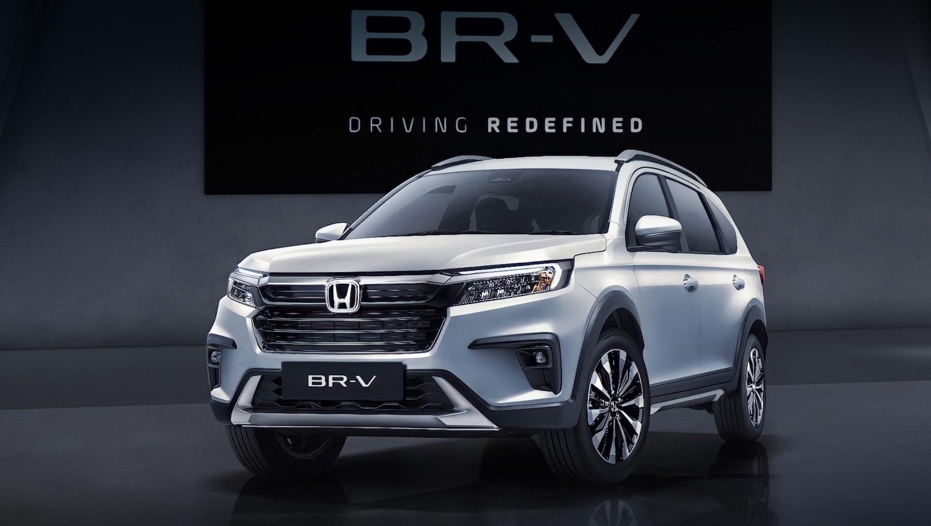 Honda br-v. Новый кузов выделяется отсутствием диагональных выштамповок на боках, которыми с 2016-го смущала «первая» BR-V (DG1/2). Новая платформа вроде бы досталась паркетнику от «второго» седана Amaze (DF5/6) и подразумевает стойки McPherson с полузависимой балкой. Клиренс — 220 мм.