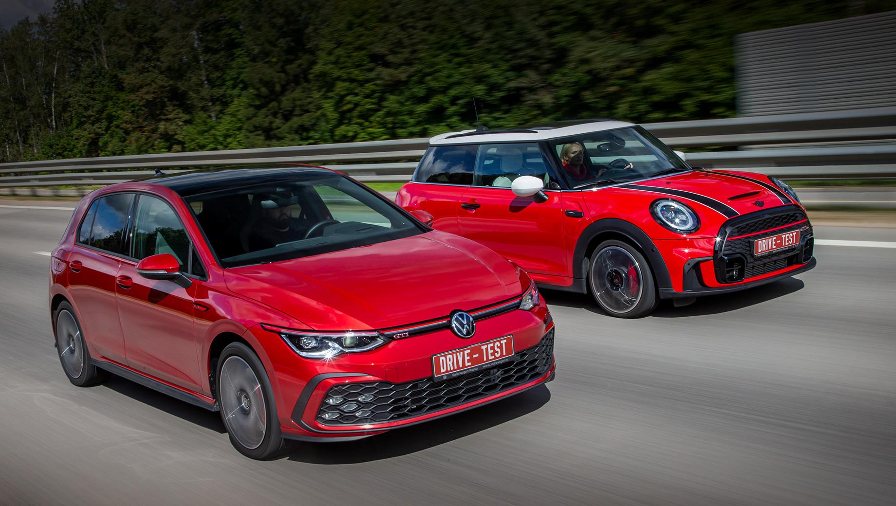 Mini cooper,Mini cooper jcw. На российский рынок «восьмой» Golf GTI за 3 090 000 рублей и обновлённый Mini JCW за 2 950 000 вышли весной 2021 года. Если заиграться в конфигураторах, то цена Фольксвагена может достигнуть 3,6 млн, а Mini — 3,8 млн.