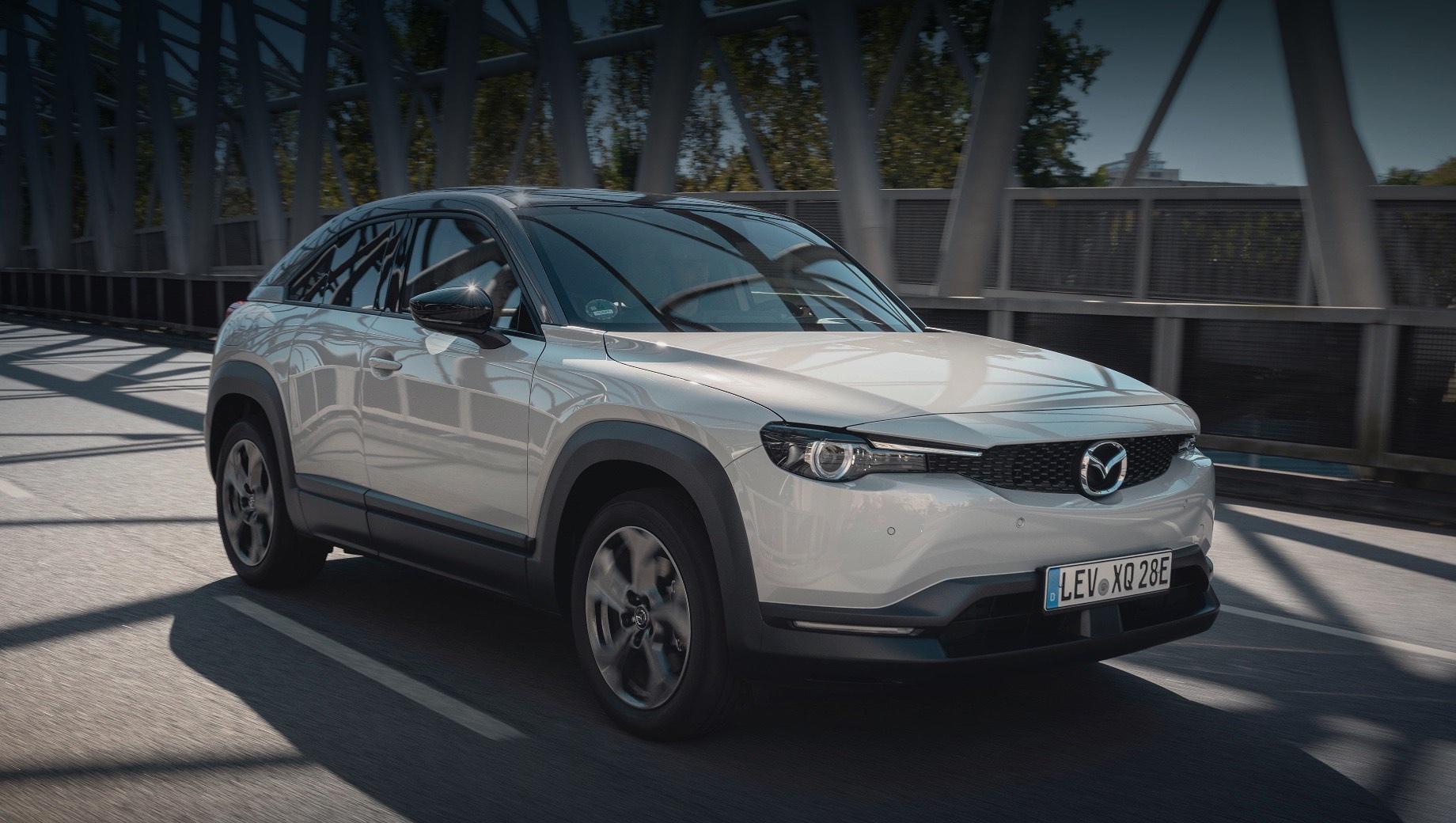 Mazda cx-50,Mazda cx-60,Mazda cx-70,Mazda cx-80,Mazda cx-90. В Европе первенцем новой продуктовой волны считается электрокар Mazda MX-30 (на фото), который уже выпускается на заводе в Хиросиме, но выйдет на рынок EC только в первой половине 2022 года.