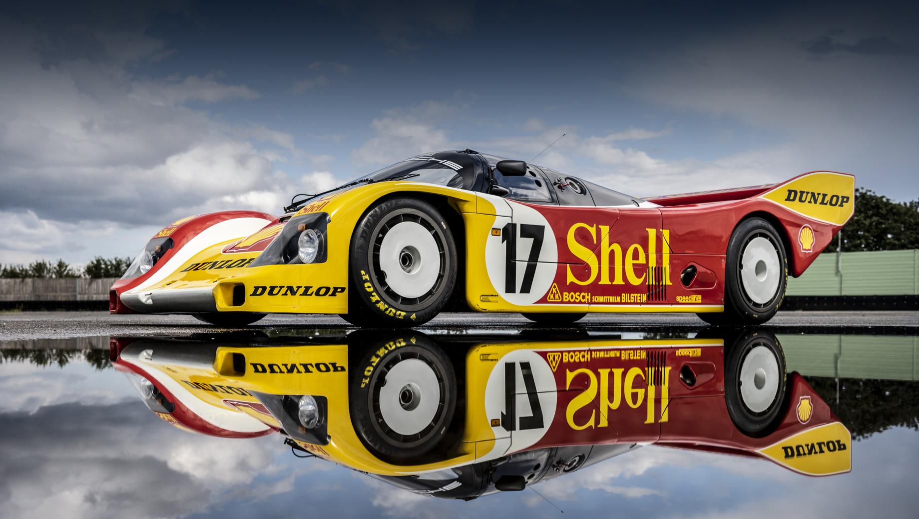 Porsche 962 c. Помимо чемпионата Supercup на 962 C был выигран марафон «24 часа Ле-Мана 1987». Модель являлась особой вариацией спортпрототипа Porsche 962, тоже известного по победам в Ле-Мане и некоторых других гонках. У 962 C отличались база (+120 мм) и силовой агрегат.