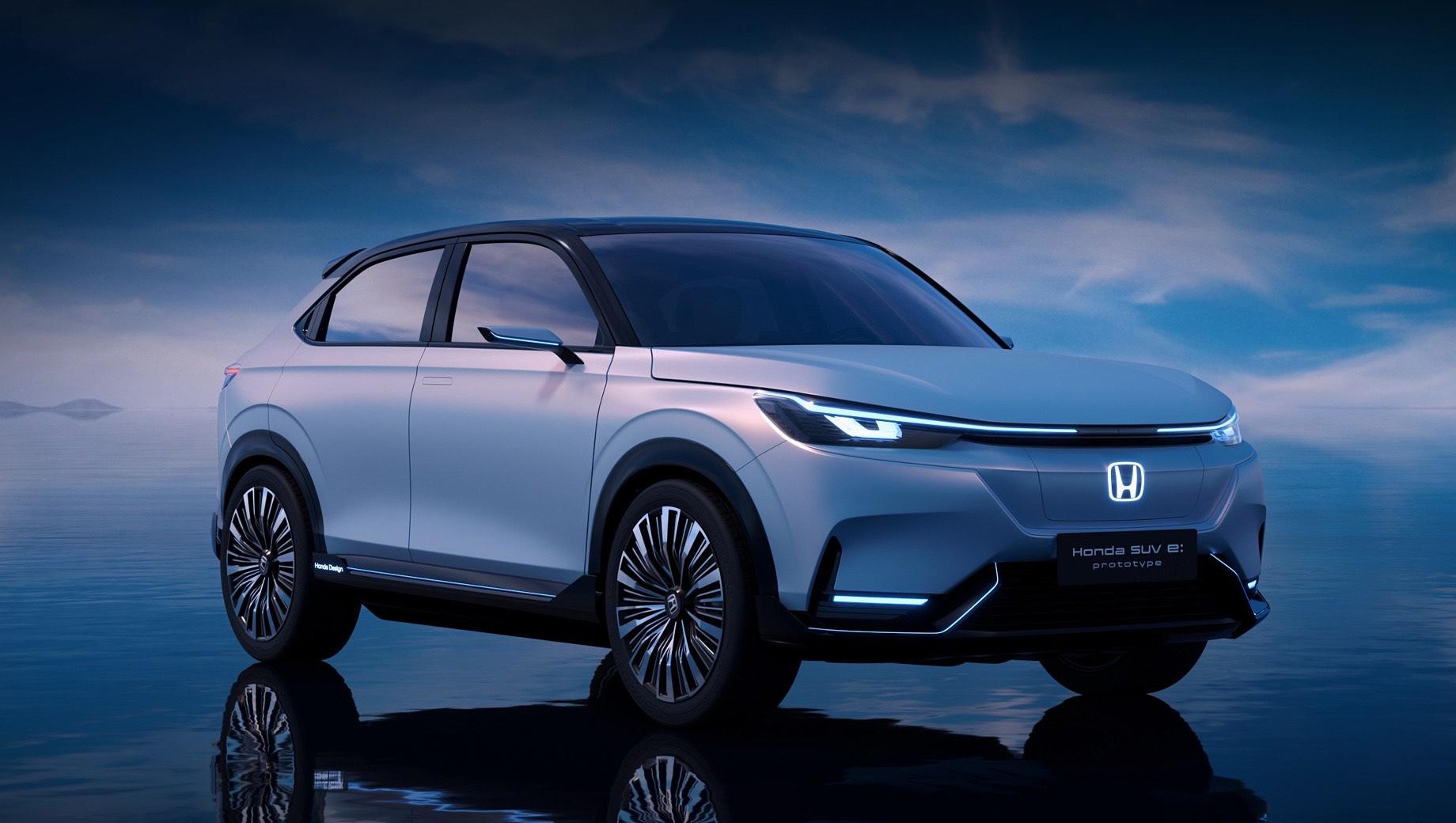 Honda hr-v. Предыстория: осенью 2020-го в Пекине была показана Honda SUV e:concept, в апреле 2021-го на Шанхайском автошоу раскрылась Honda SUV e:prototype (на картинке). Текущие M-NV и VE-1 развивают 120 кВт (163 л.с., 280 Н•м), батарея ёмкостью 61,3 кВт•ч обеспечивает 470–480 км (NEDC).