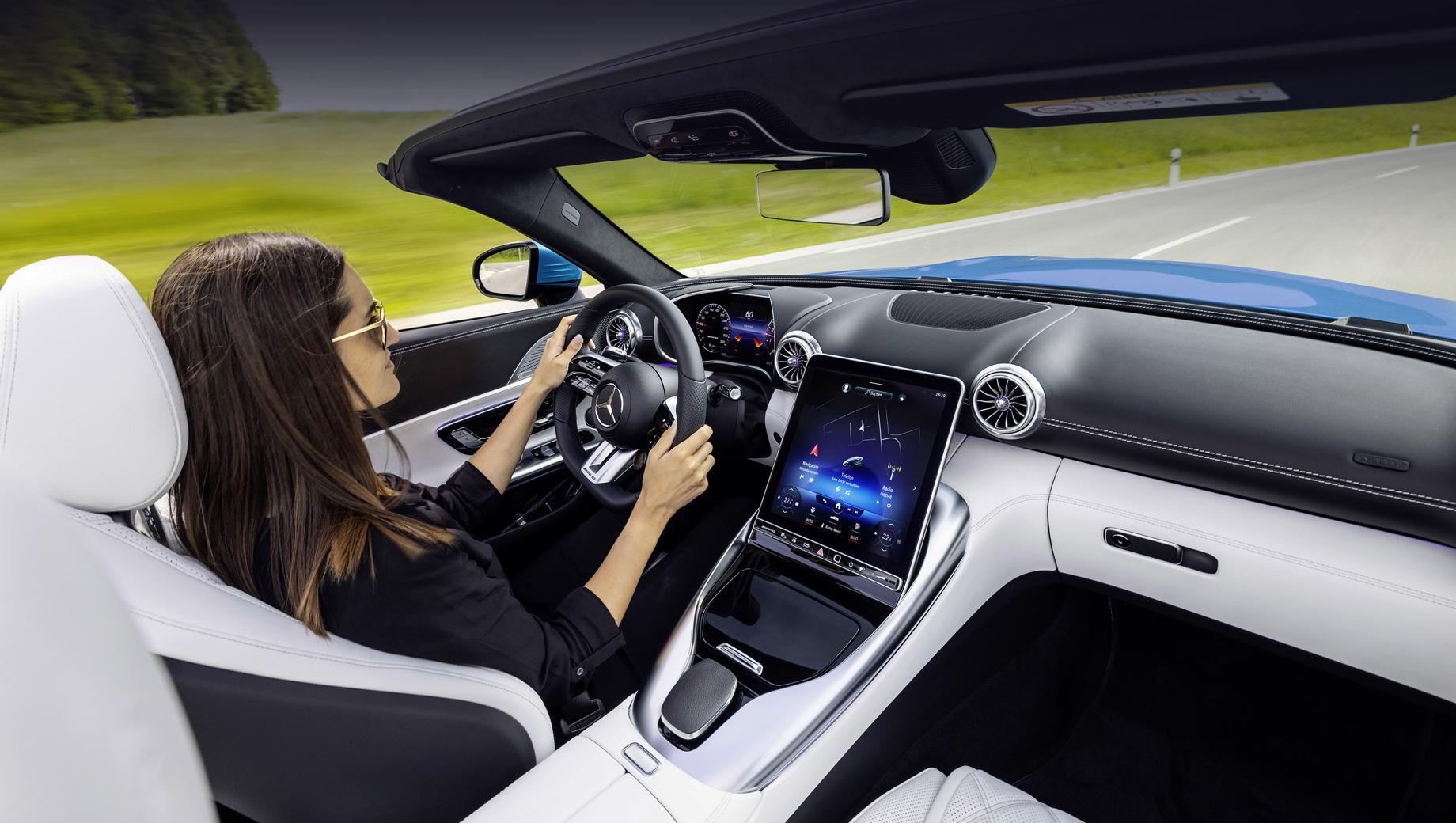 Объявлена дата премьеры двухдверки Mercedes-AMG SL